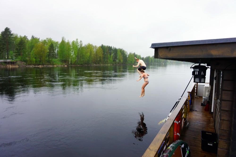 Floating Sauna in Imatra, Finnland. Sauna Cruise auf dem Saimaa See in Südkarelien