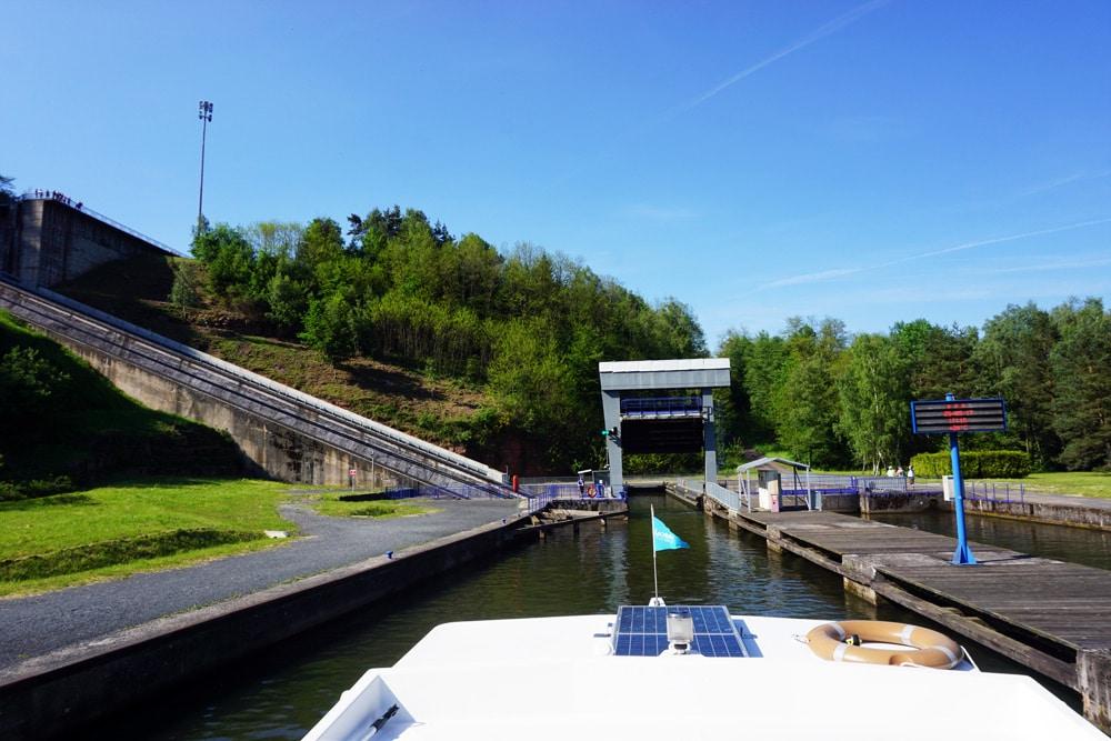 Hausbootferien in Frankreich: Mit Locaboat Holidays durch das Vogesenmassiv - Schiffshebewerk
