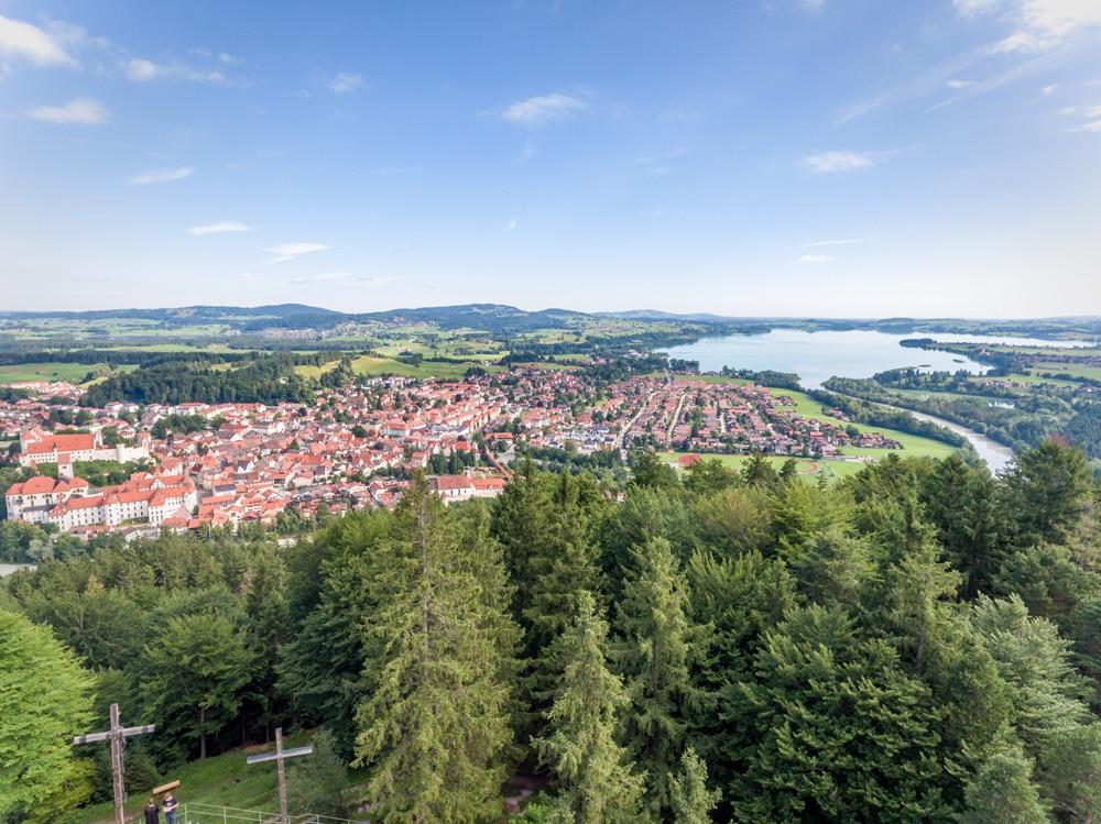 Füssen: Ausblick vom Kalvarienberg auf der Drei-Schlösser-Runde Wanderung