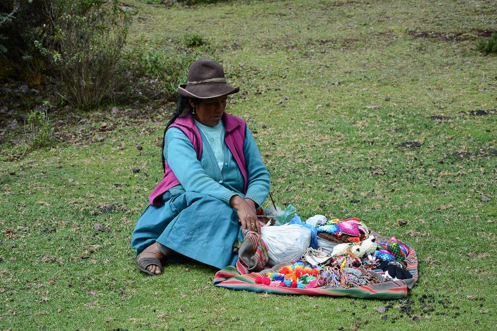 Lares Trek nach Machu Picchu: Tag 1 Trekking in Peru Inka Frau
