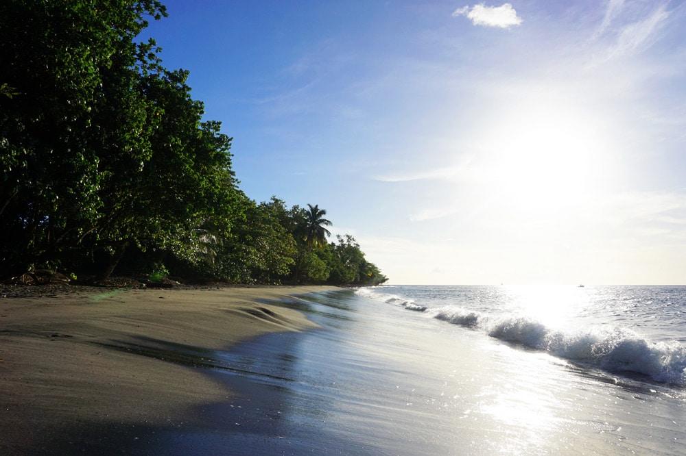 Schönste Strände von Martinique: Anse Ceron im Norden