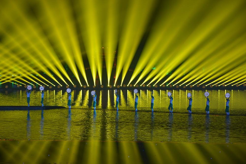 Hangzhou: Lichtshow am Westsee - China