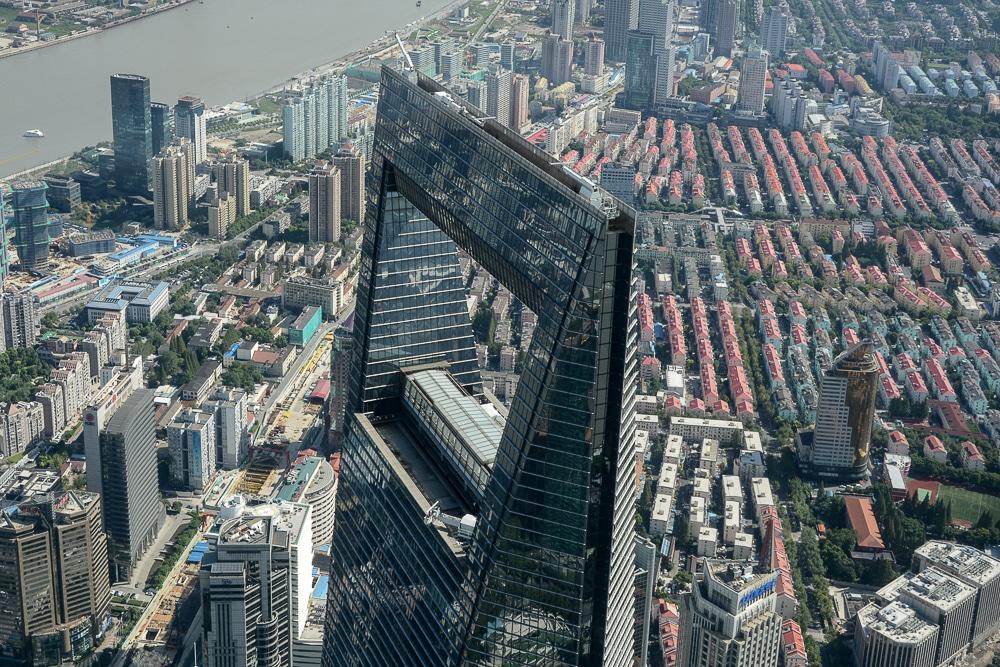 Shanghai: Ausblick vom Shanghai Tower auf den Flaschenöffner