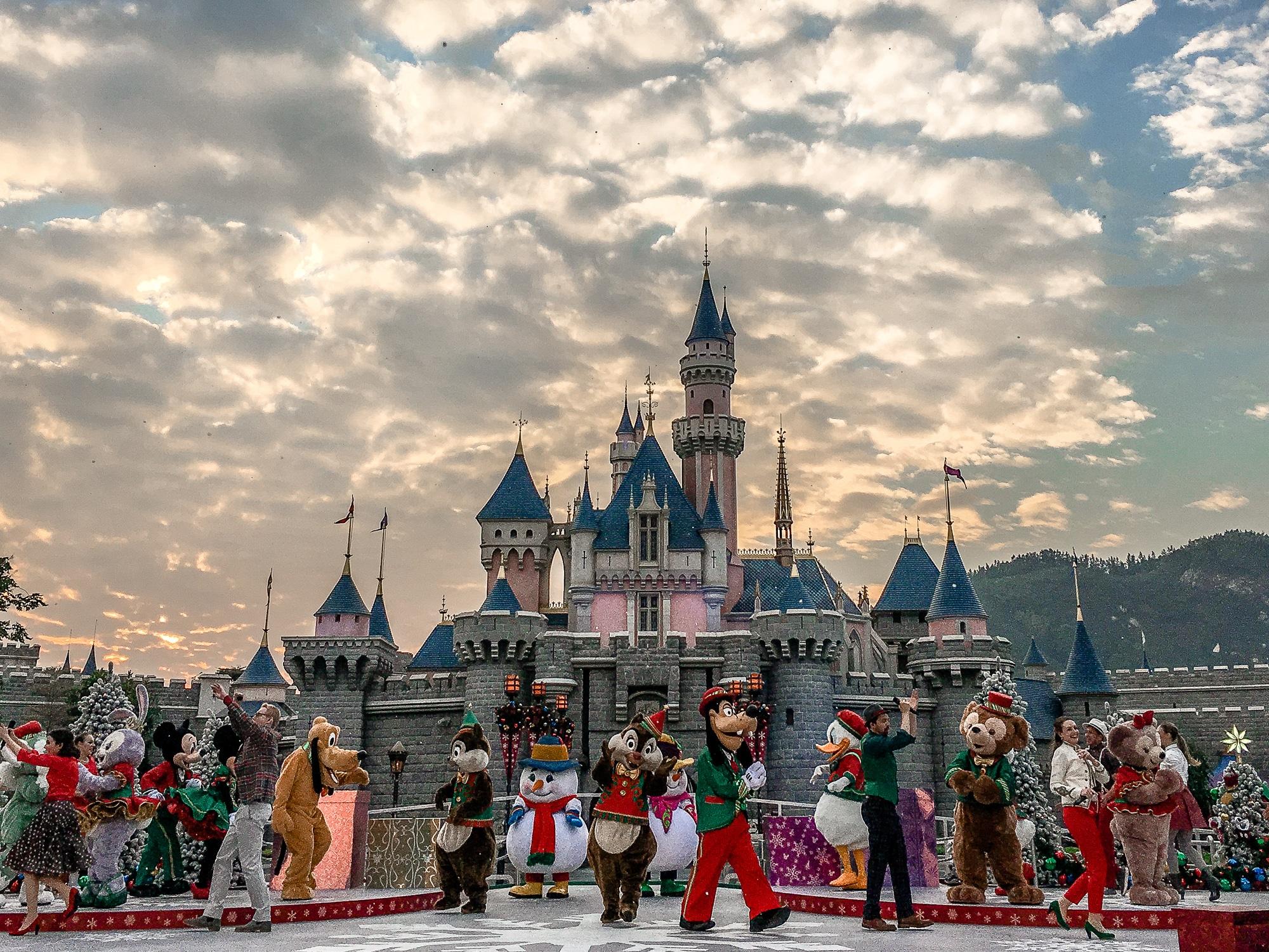 Disneyland Hongkong Christmas Ball Show