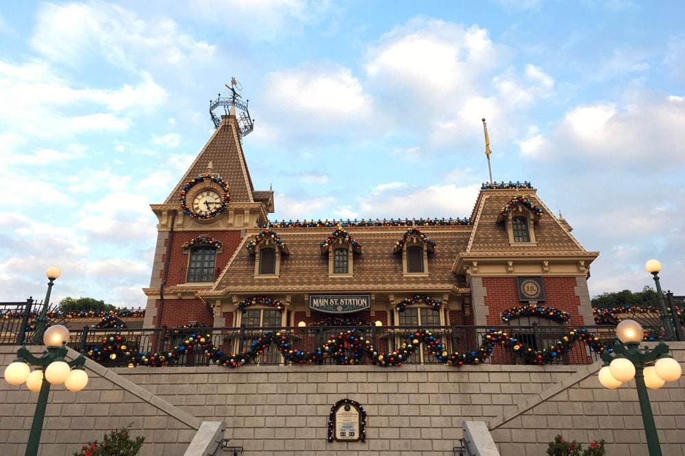 Hong Kong Disneyland: Zug durch den Park