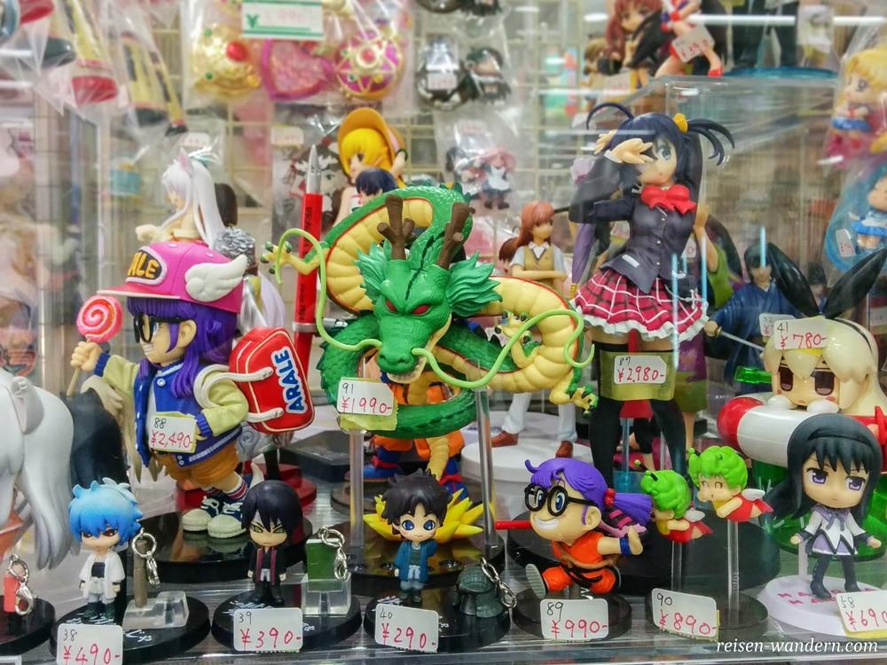 Akihabara in Tokio: Sehenswürdigkeiten und Things to do - Figuren in einem Animekaufhaus