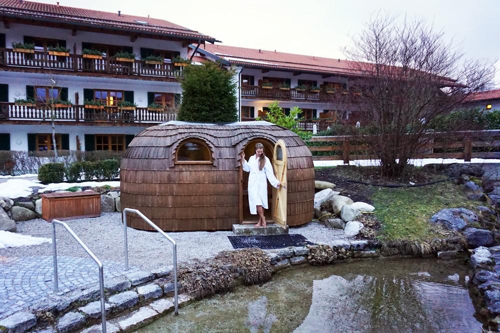 Hotel Bachmair Weissach - Wellnesshotel am Tegernsee - Außenbereich und Garten mit Sauna