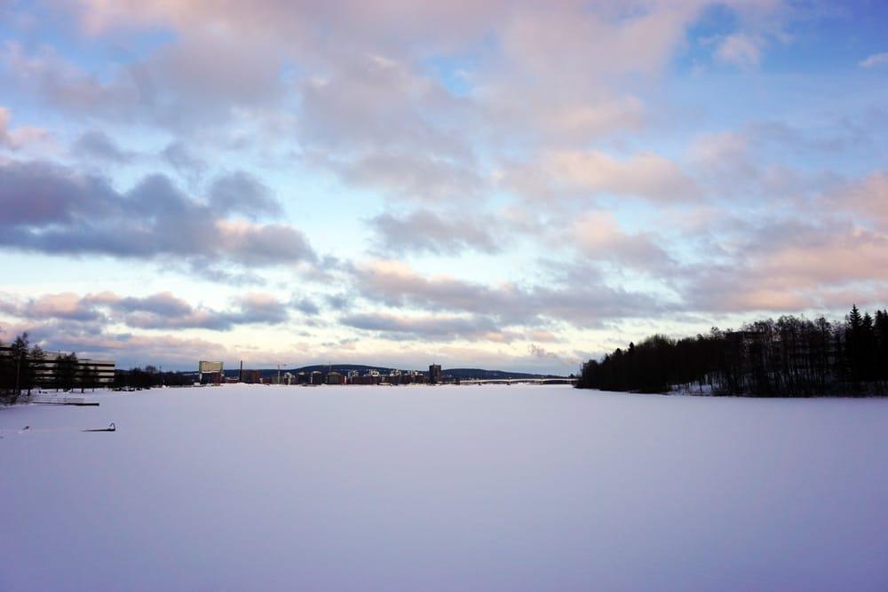 Jyväskylä in Lakeland, Finnland: Zugefrorener See