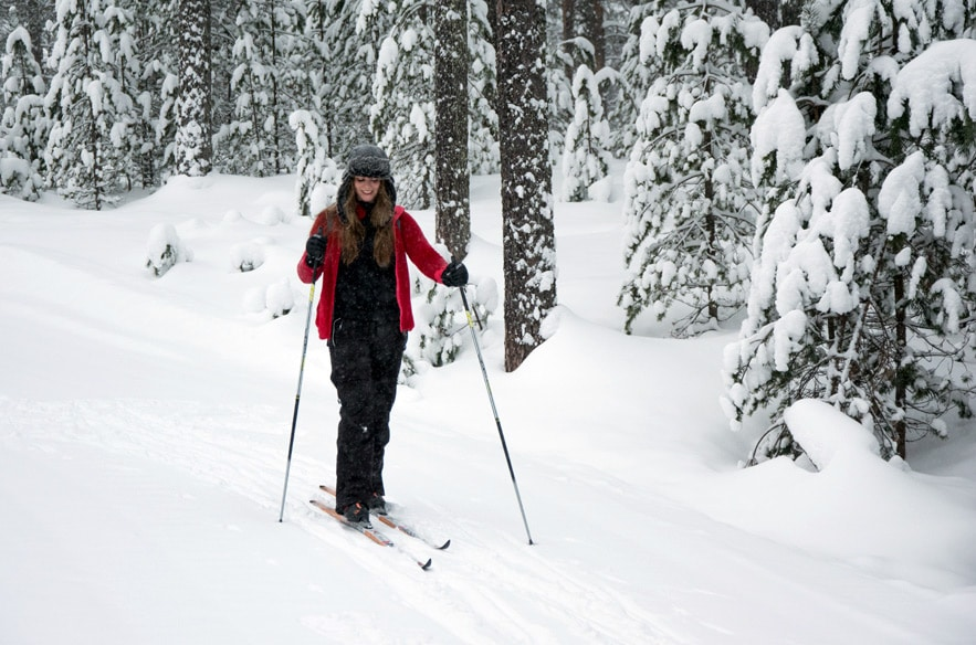Vuokatti Sport Resort Langlauf Tunnel in Finnland - Ausgang in den Wald
