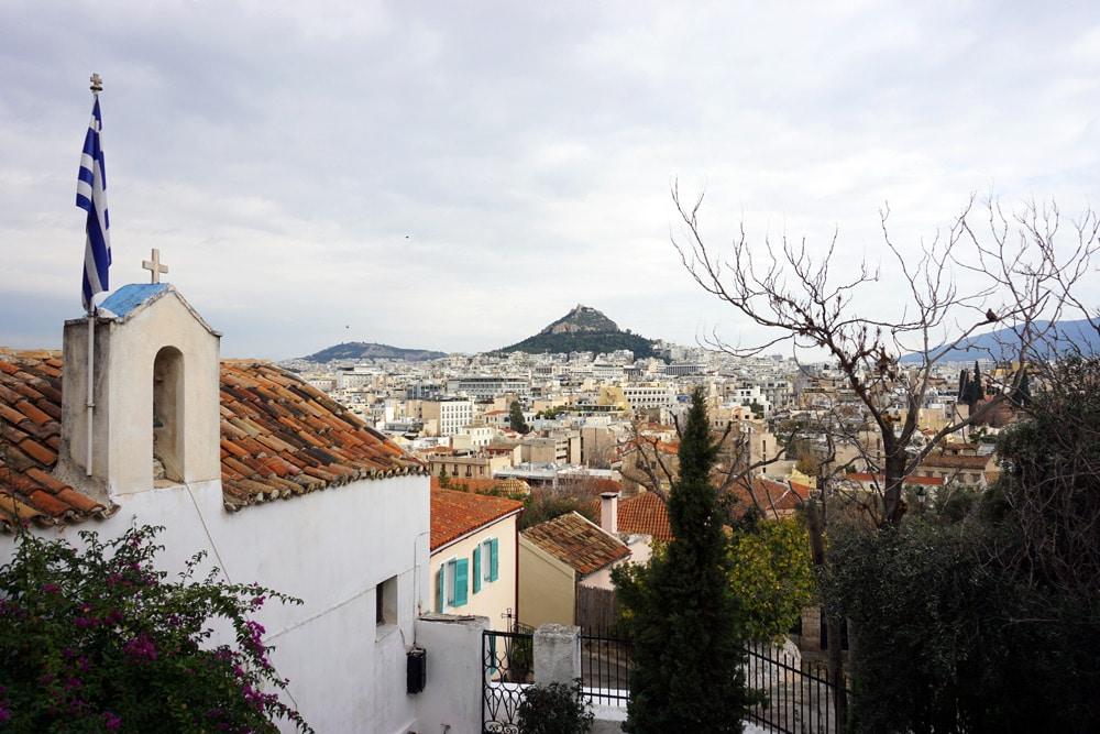 Athen Highlights: Spaziergang durch Anafiotika - Kykladendorf mit weiß getünchten Häusern