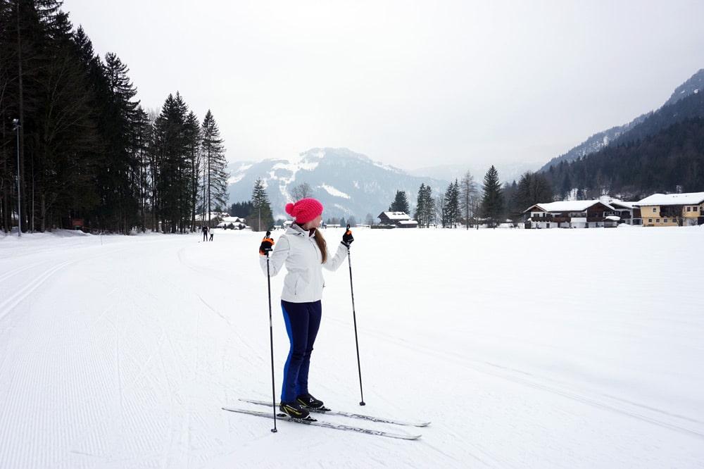 Langlauf lernen: Skilanglauf Urlaub in den Kitzbüheler Alpen - Langlauf Skating im Biathlonzentrum Erpfendorf bei St. Johann in Tirol