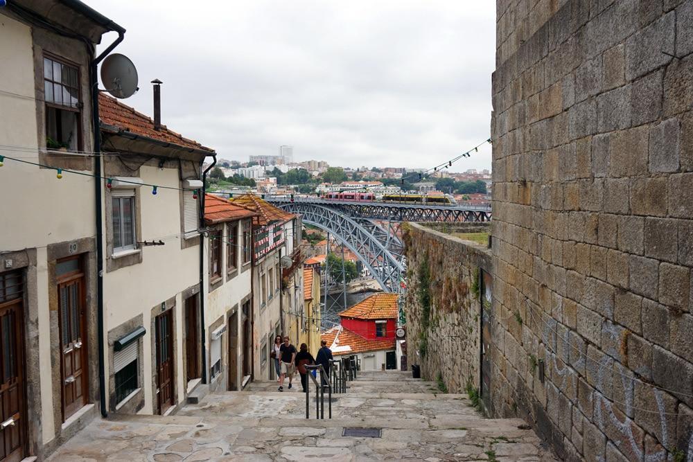 Porto Sehenswürdigkeiten und Highlights: Verwinkelte Gassen in der Altstadt von Porto