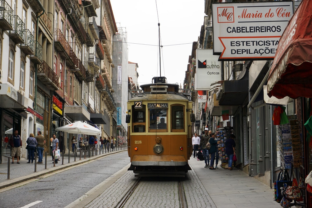 Porto Sehenswürdigkeiten und Highlights: Tram Fahrt Linie 1 zum Strand
