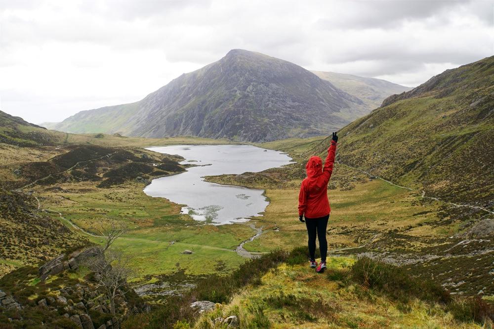 Cwm Idwal Walk rund um den Llyn Idwal See im Snowdonia Nationalpark in Wales
