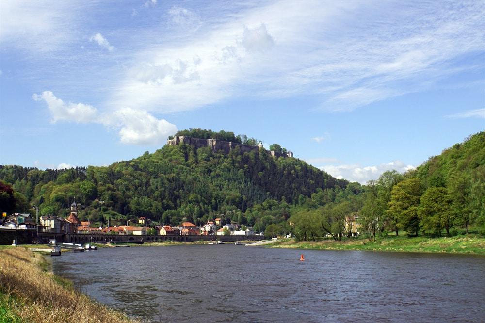 Radfahren in der Sächsischen Schweiz - auf dem Elberadweg zur Festung Königstein