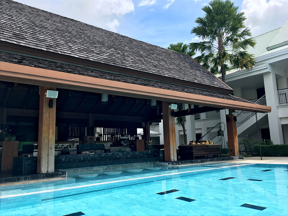 Thanyapura Health and Sports Resort Phuket - Pool mit Liegen