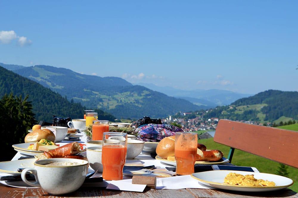 Haubers Naturresort: Meine Erfahrungen im Wellnesshotel im Allgäu - Bergfrühstück im Schwalbennest