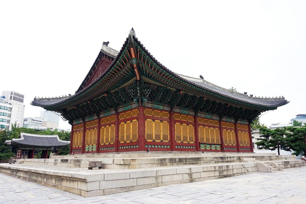 Top 10 Seoul Sehenswürdigkeiten: Meine Highlights und Things to do in Südkorea - Deoksugung Palast