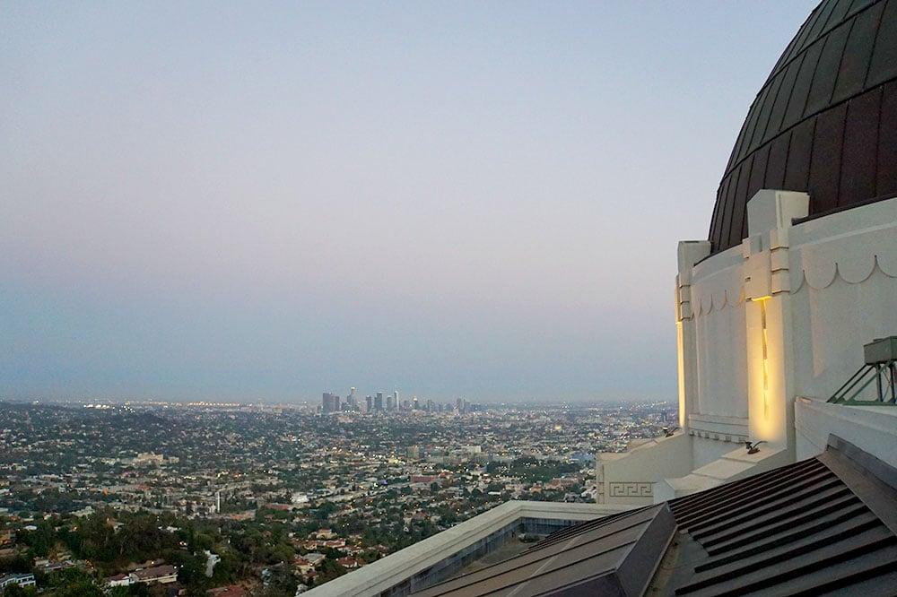 Griffith Observatory: Ausblick von oben auf Los Angeles zum Sonnenuntergang