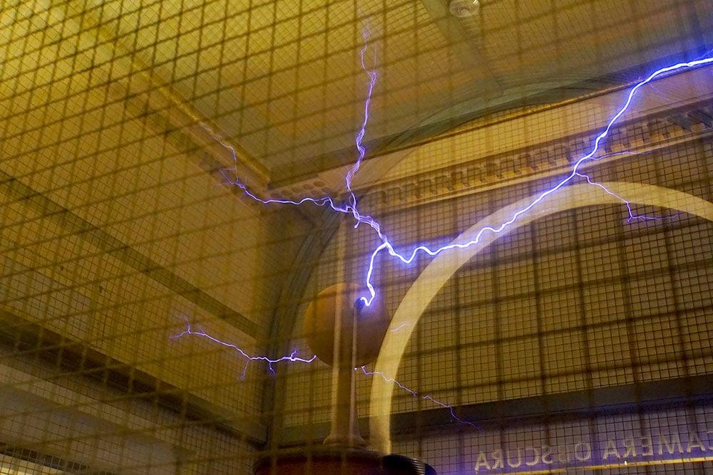 Das Griffith Observatory in Los Angeles: Show mit Elektrizität