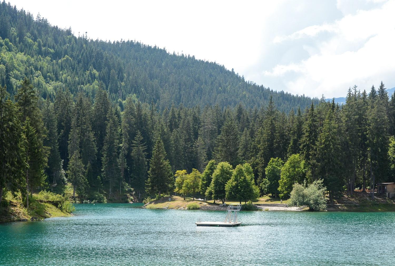 Flims und Laax, Bündner Berge: Wandern, Mountainbiken und Seen in der Schweiz - Caumasee