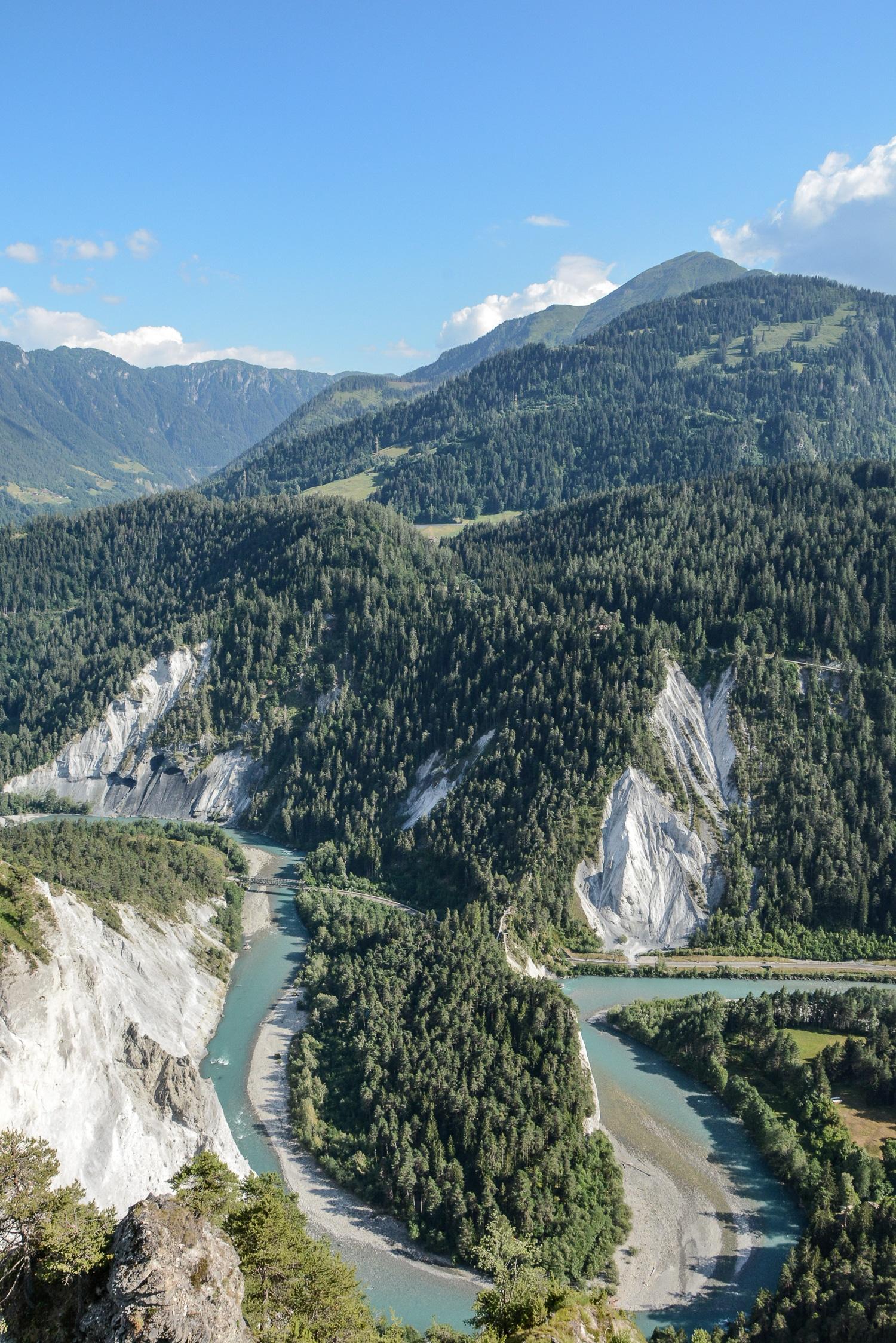 Flims und Laax, Bündner Berge: Wandern, Mountainbiken und Seen in der Schweiz - Rheinschlucht, Ausblick von der Aussichtsplattform II Spir