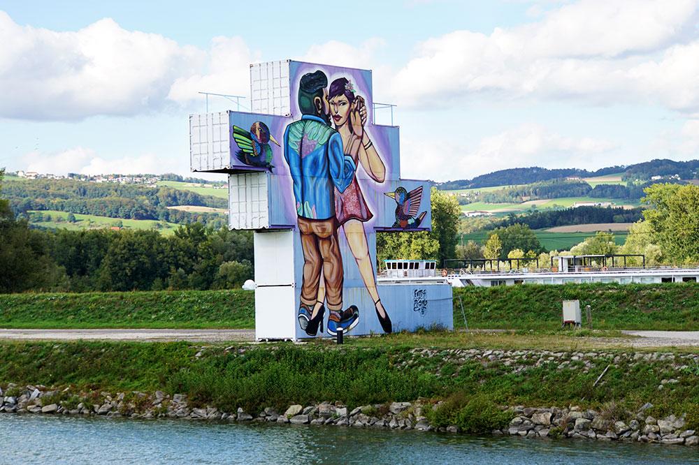 Donauradweg: Oberösterreich mit dem Fahrrad entlang der Donau entdecken - Donauschifffahrt MS Linzerin Linz - Mural Harbor