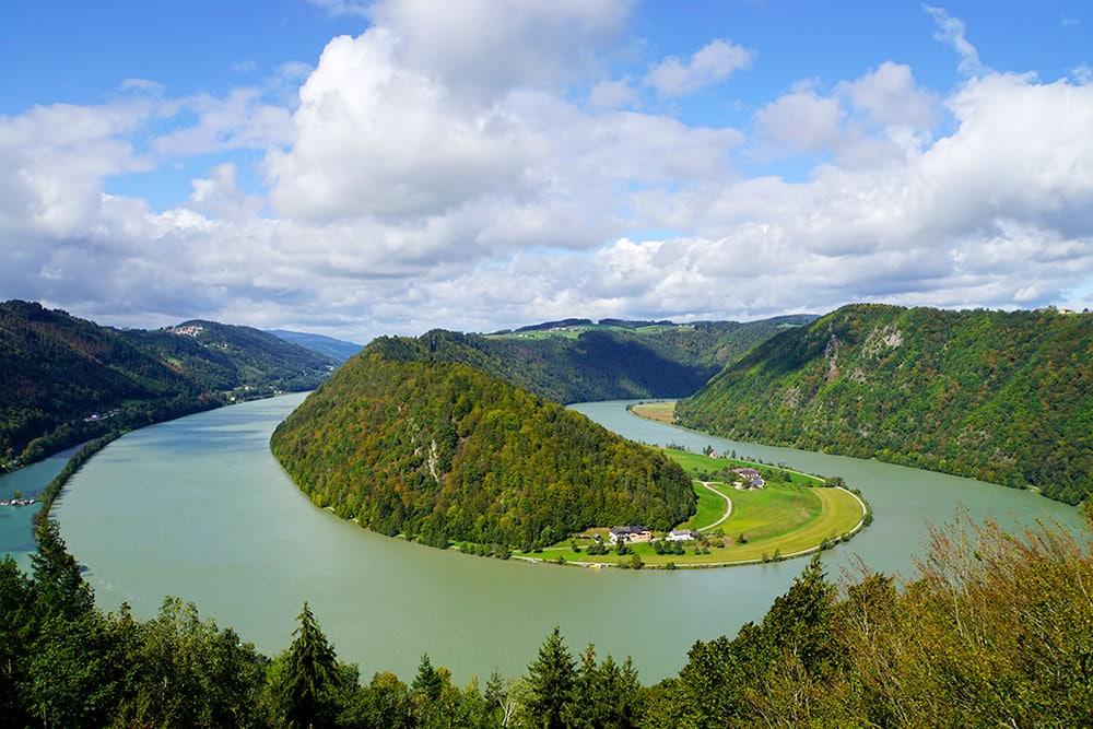 Donauradweg: Oberösterreich mit dem Fahrrad entlang der Donau entdecken - Schlögener Donaublick auf die Donauschlinge