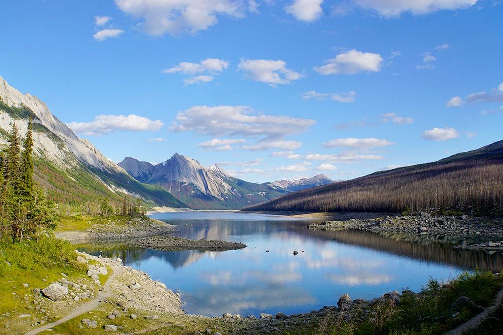 Kanada Rundreise: Highlights auf der Nationalparkroute von Vancouver nach Banff - Jasper Nationalpark, Medicine Lake