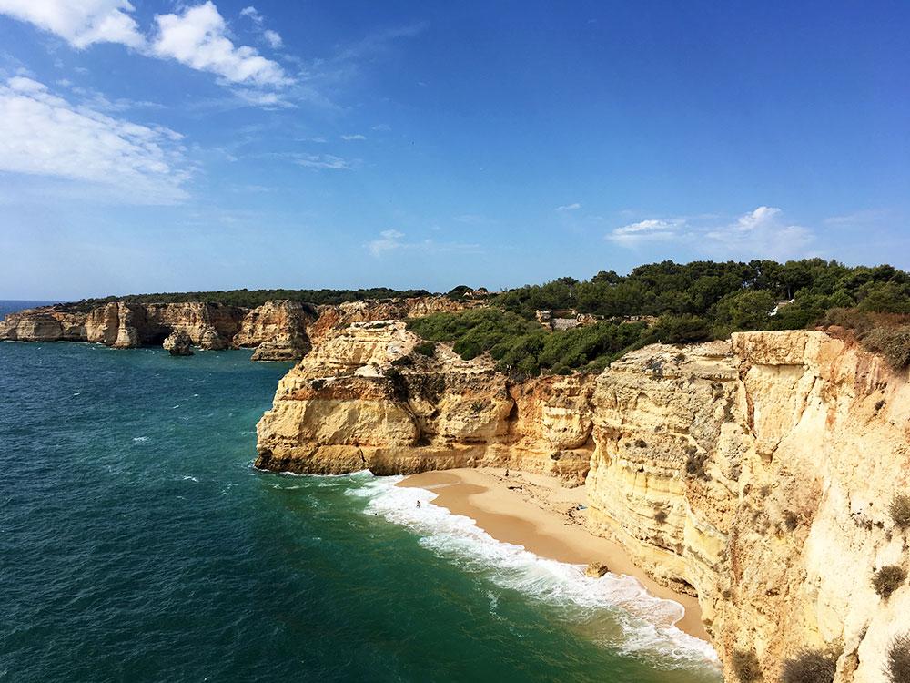 Algarve Top 10 Sehenswürdigkeiten: Highlights der schönsten Region in Portugal - Praia da Marinha
