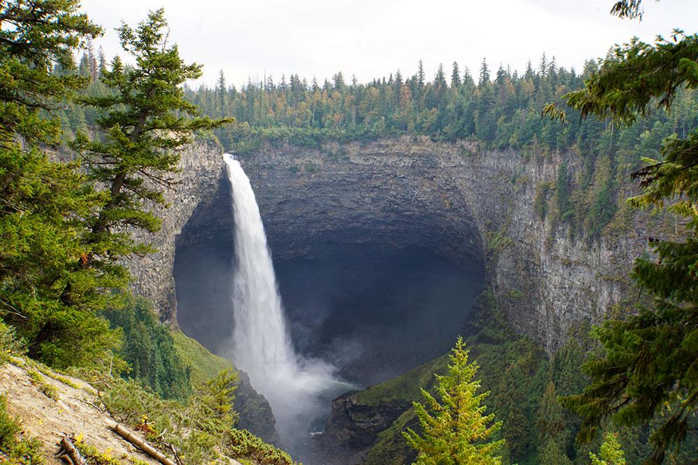 Kanada Rundreise: Highlights auf der Nationalparkroute von Vancouver nach Banff - Helmcken Falls im Wells Gray Provincial Park
