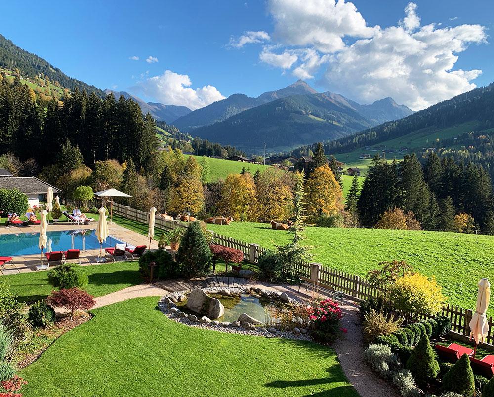 Hotel der Alpbacherhof: Meine Erfahrungen mit dem Wellnesshotel in Alpbach, Tirol - Aussenbereich und Garten