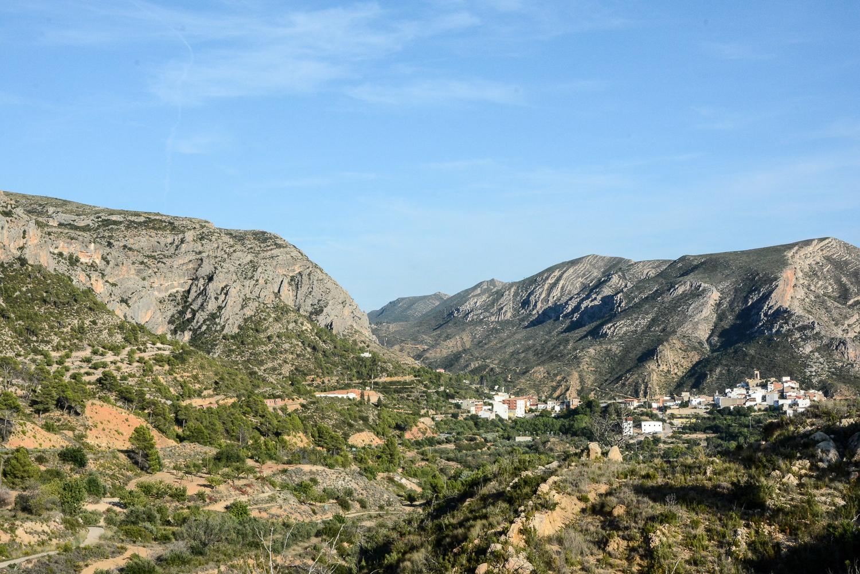 Valencia und seine Berge: Wandern im Hinterland - von Alborache nach Quesa, Bergkette Dorf Dos Aguas