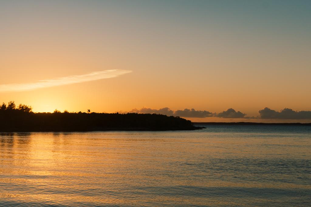 Top 10 Cat Island Sehenswürdigkeiten: Highlights und Strände der Bahamas Insel - Da Pink Chicken Sonnenuntergang