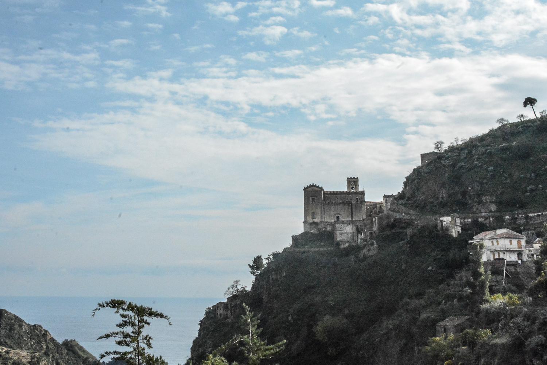 Der Pate Drehorte in Sizilien: Savoca Hügel mit Chiesa di San Nicolo Santa Lucia
