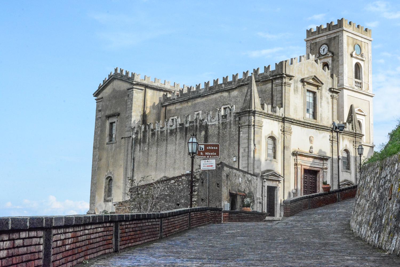 Der Pate Drehorte in Sizilien: Savoca Kirche in Santa Lucia, in der Michael Apollonia heiratet