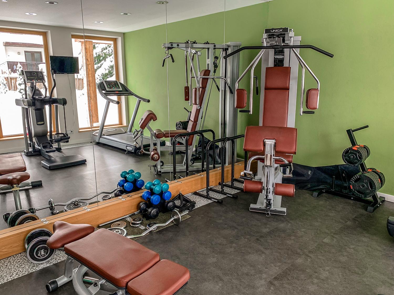 Hotel DIE SONNE: Meine Erfahrungen beim Skifahren und Wellness in Saalbach - Fitnessstudio