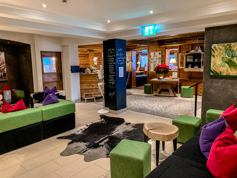Hotel DIE SONNE: Meine Erfahrungen beim Skifahren und Wellness in Saalbach - Lobby