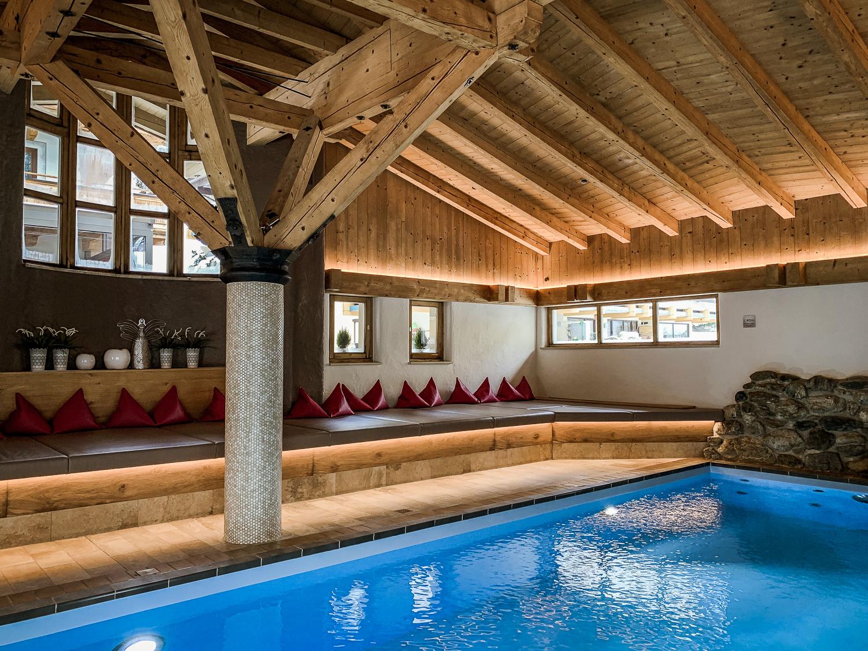 Hotel DIE SONNE: Meine Erfahrungen beim Skifahren und Wellness in Saalbach - Pool