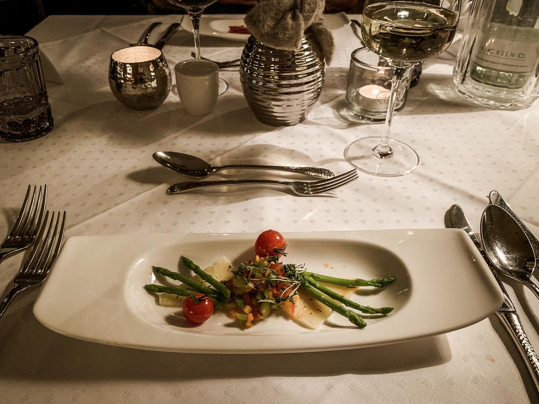 Hotel DIE SONNE: Meine Erfahrungen beim Skifahren und Wellness in Saalbach - Abendessen Vorspeise