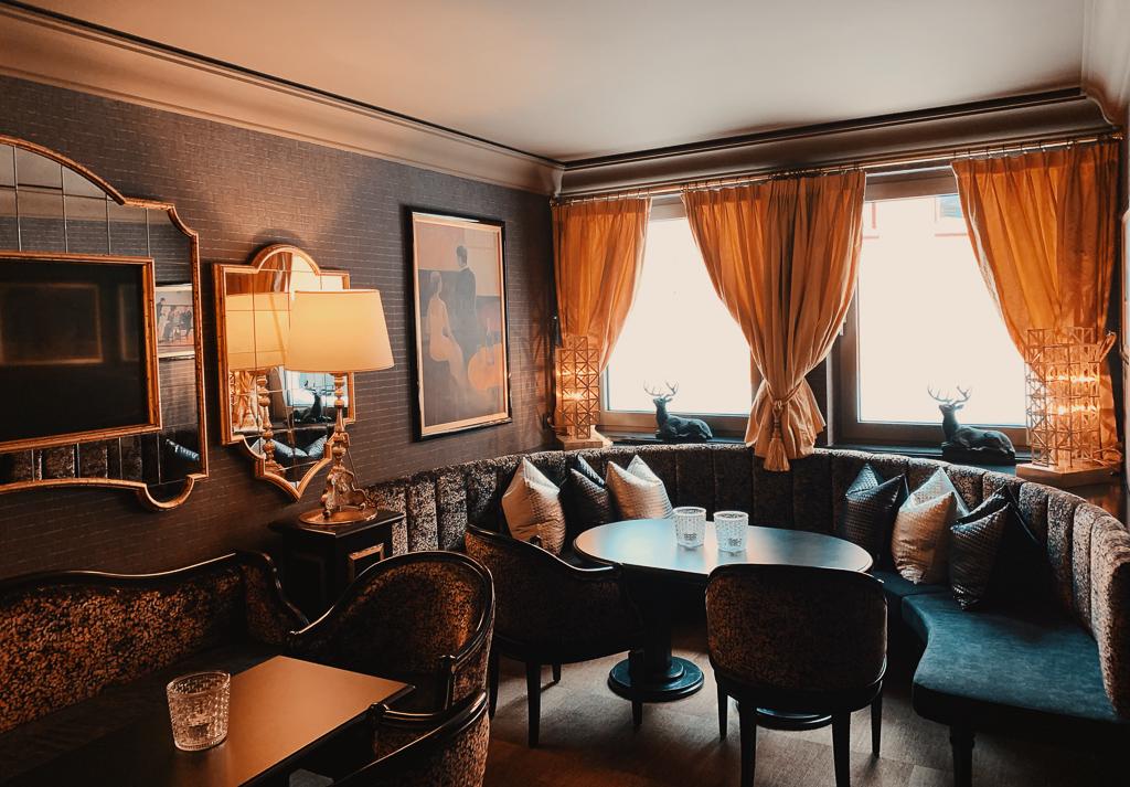 Hotel Steiner: Meine Erfahrungen beim Skifahren und Wellness in Obertauern - Bar