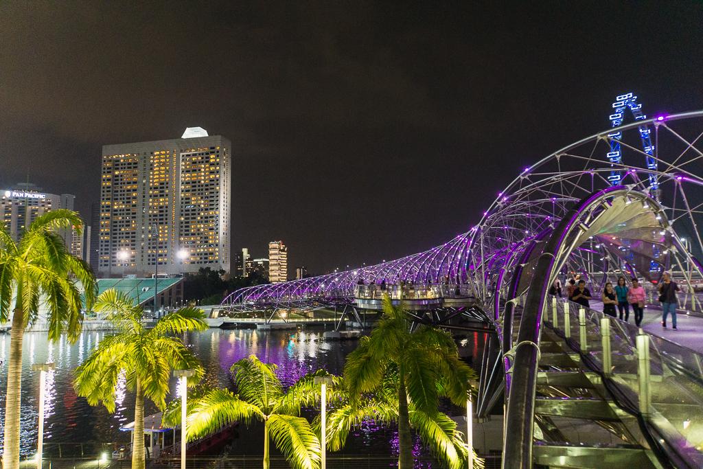 Helix Brücke in Singapur bei Nacht
