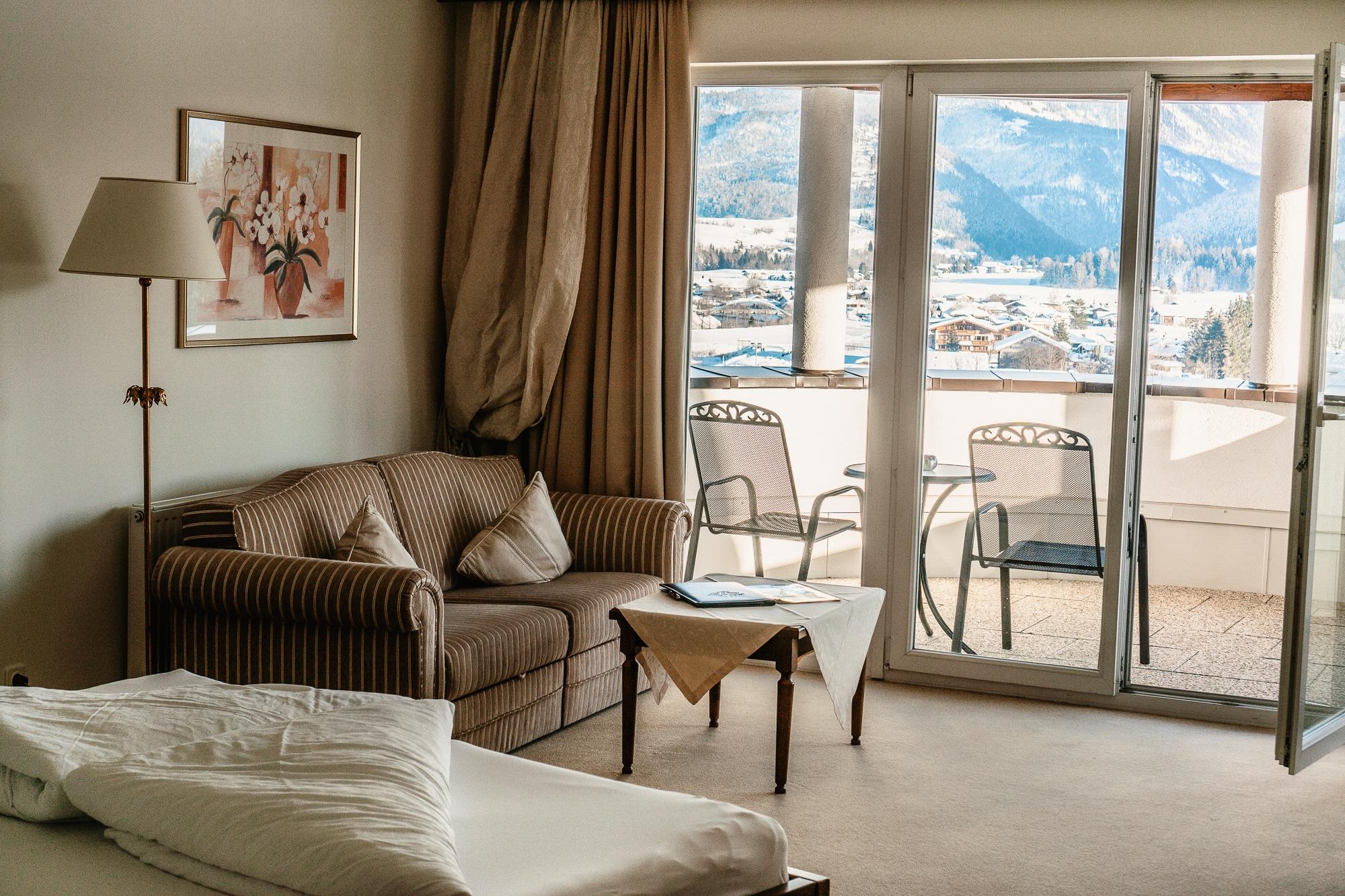 Kaiserwinkl Skiurlaub: Tipps zum Skifahren, Langlauf & andere Highlights - Hotel Alpina Kössen Panoramasuite