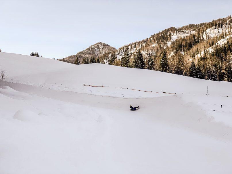Kaiserwinkl Skiurlaub: Tipps zum Skifahren, Langlauf & andere Highlights - Snowtubing Kössen