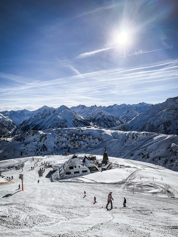 Zillertal Skiurlaub: Schönste Skigebiete, Hütten und Aktivitäten für den Winterurlaub - Schneekarhütte im Skigebiet Mayrhofen