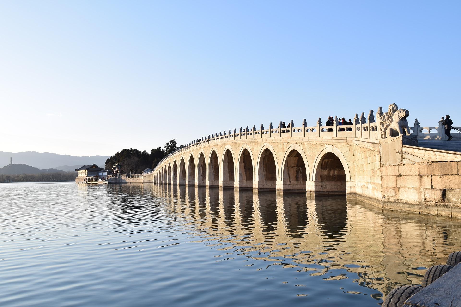 Sommerpalast in Peking: Die schönsten Sehenswürdigkeiten & Highlights - 17-Bogen-Bruecke / 17 Arch Bridge