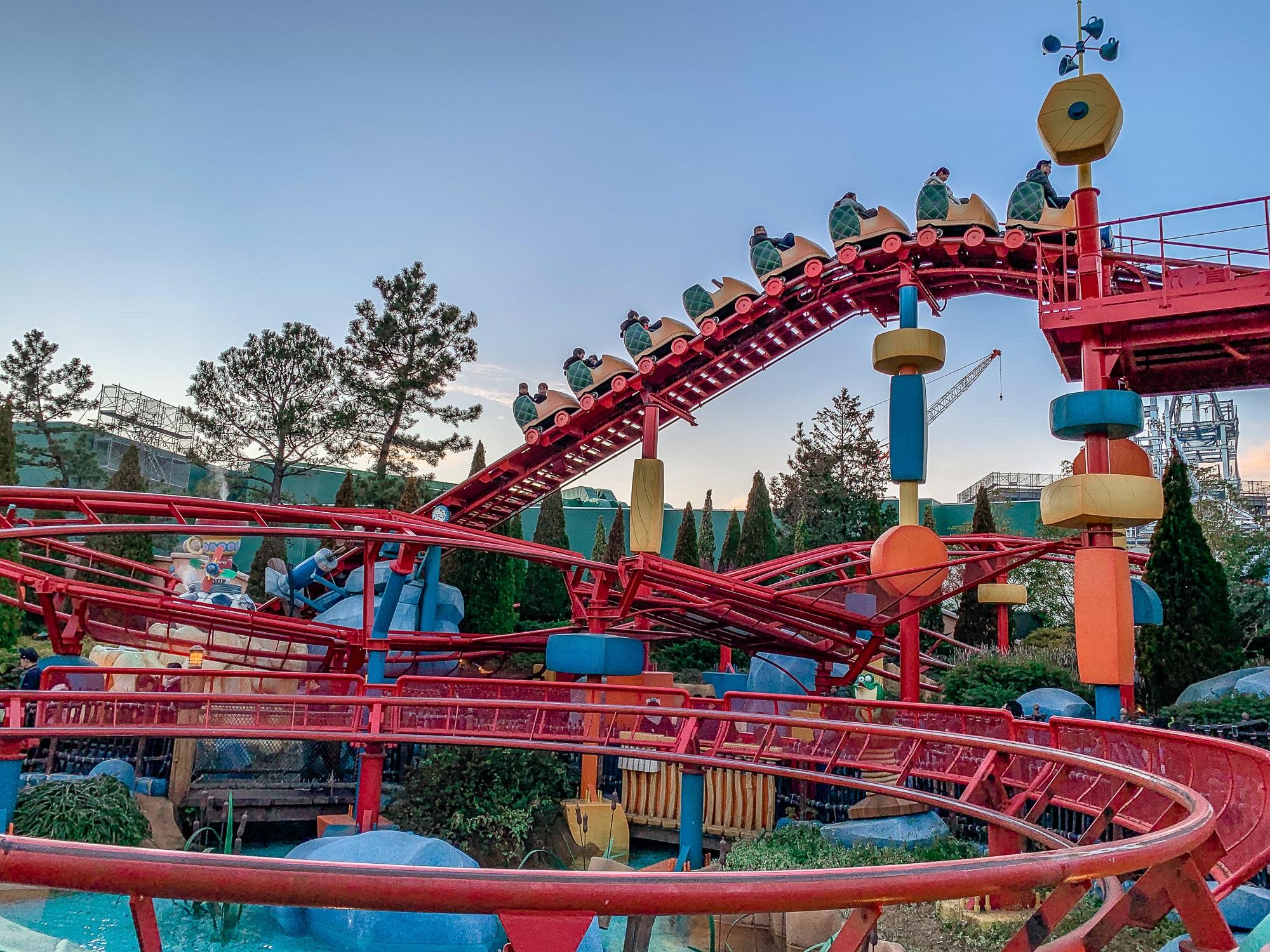 Disneyland Tokio: Meine Erfahrungen, Attraktionen und Highlights im Park - Toontown Achterbahn