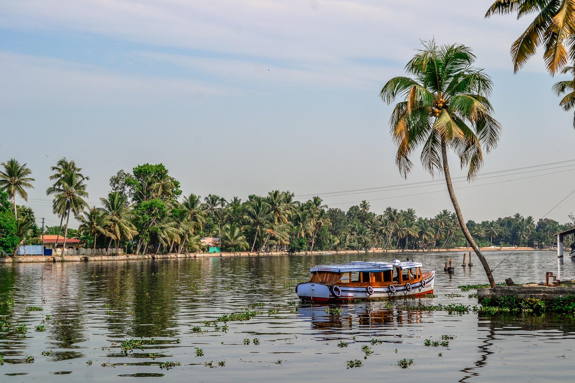 Kerala: Sehenswürdigkeiten, Kultur und Kulinarik im südlichen Indien - Hausboot in den Backwaters