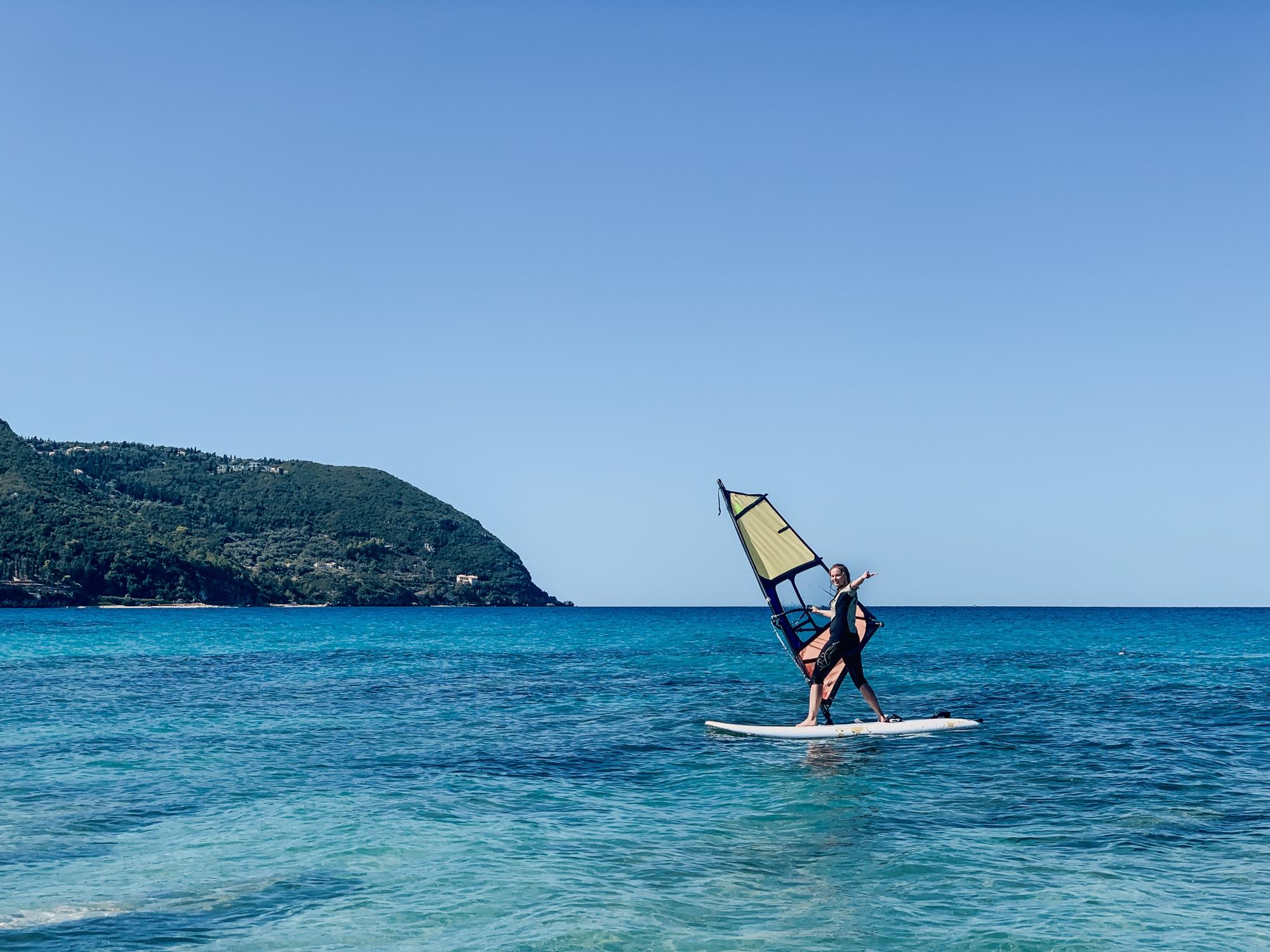 Lefkada: Windsurfen im Milos Beach Resort