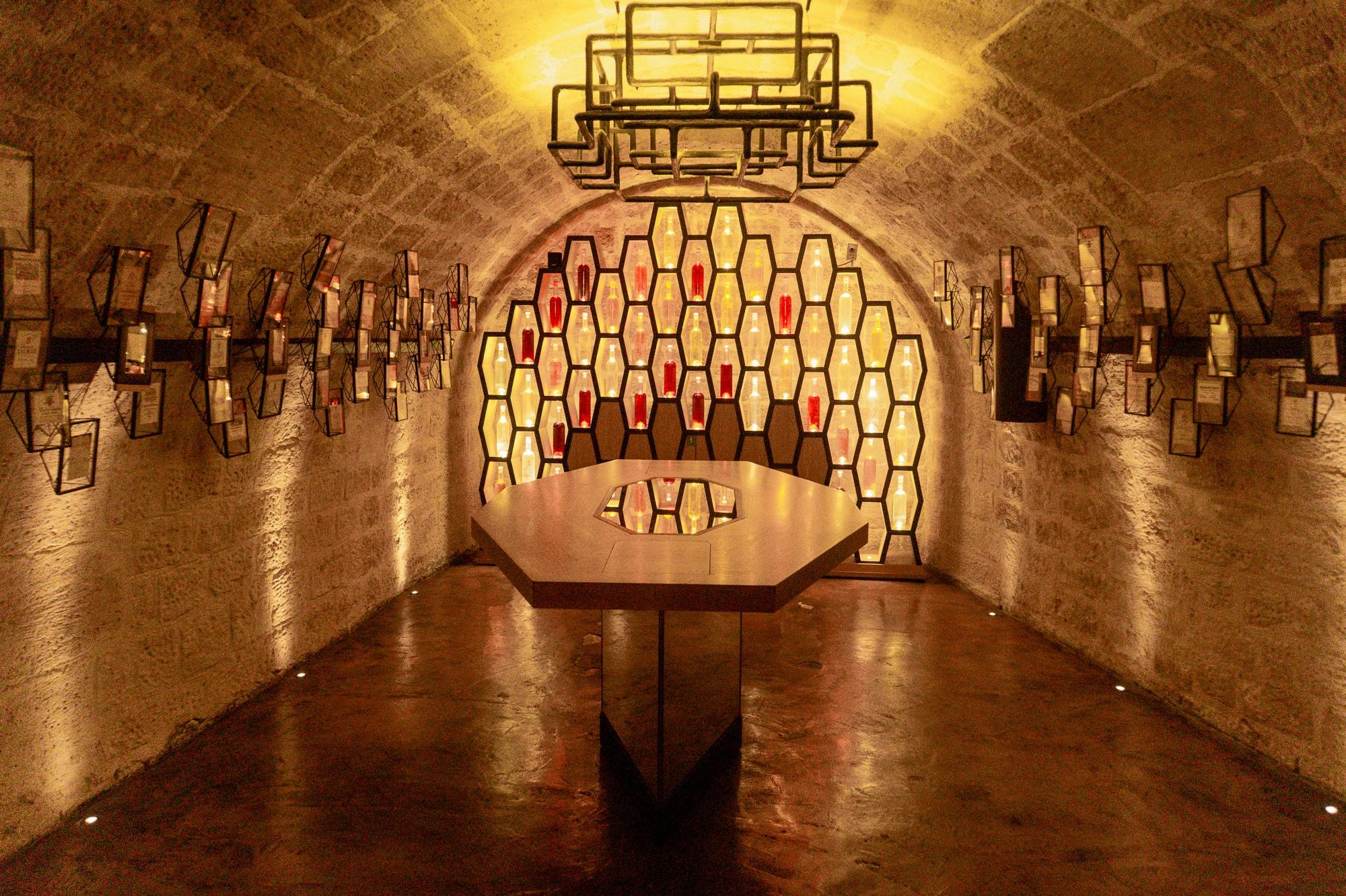 Schönste Fotospots in Paris - und meine liebsten Instagram Hotspots - Caves du Louvre Weinprobe